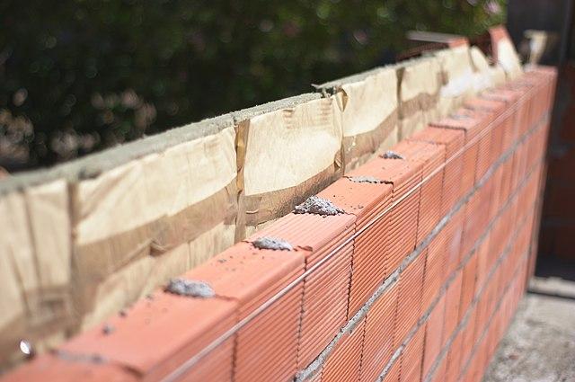Isolation d'un mur en construction